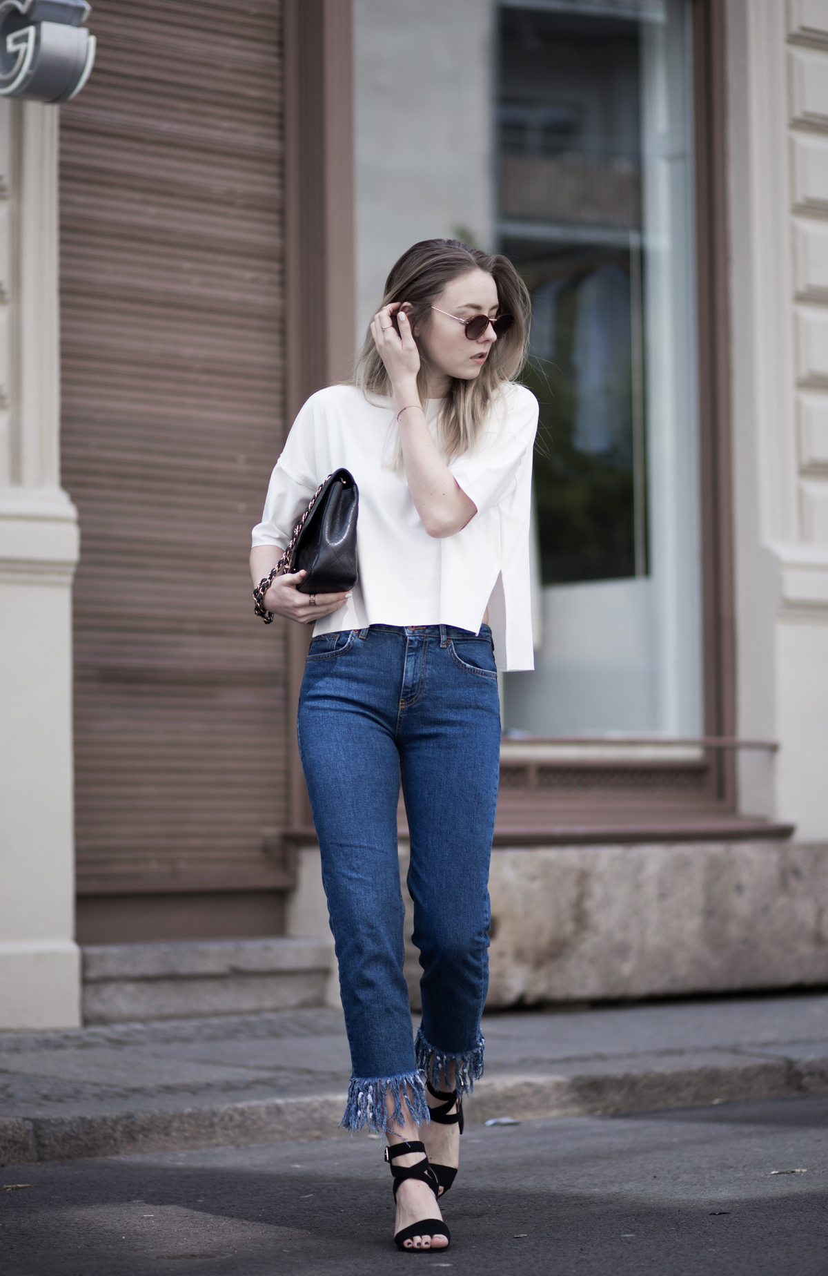 Fashion-Fashionblogger-Blogger-Berlin-Deutschland-Modeblog-Modeblogger-Germany-Outfit-Style-Asos-Missguided-Chanel-Fringed-Jeans