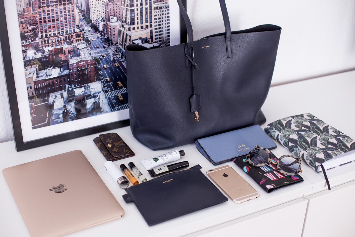 Fashion-Fashionblogger-Blogger-Berlin-Deutschland-Modeblog-Modeblogger-Germany-Outfit-Style-Whats in my Bag-Travel