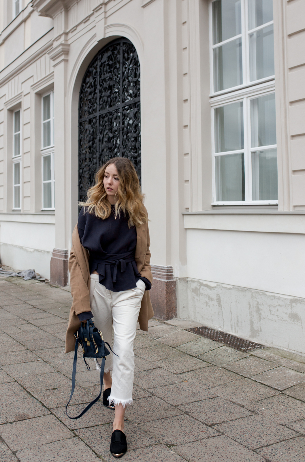 Wickelsweater_Fransenjeans_The-Limits-of-Control-Fashion-Fashionblogger-Blogger-Berlin-Deutschland-Modeblog-Modeblogger