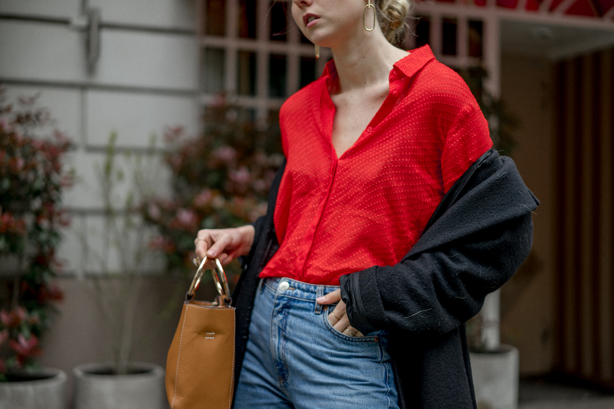 Red_Blouse_Momjeans_Slingback_Pumps_The-Limits-of-Control-Fashion-Fashionblogger-Blogger-Berlin-Deutschland-Modeblog-Modeblogger
