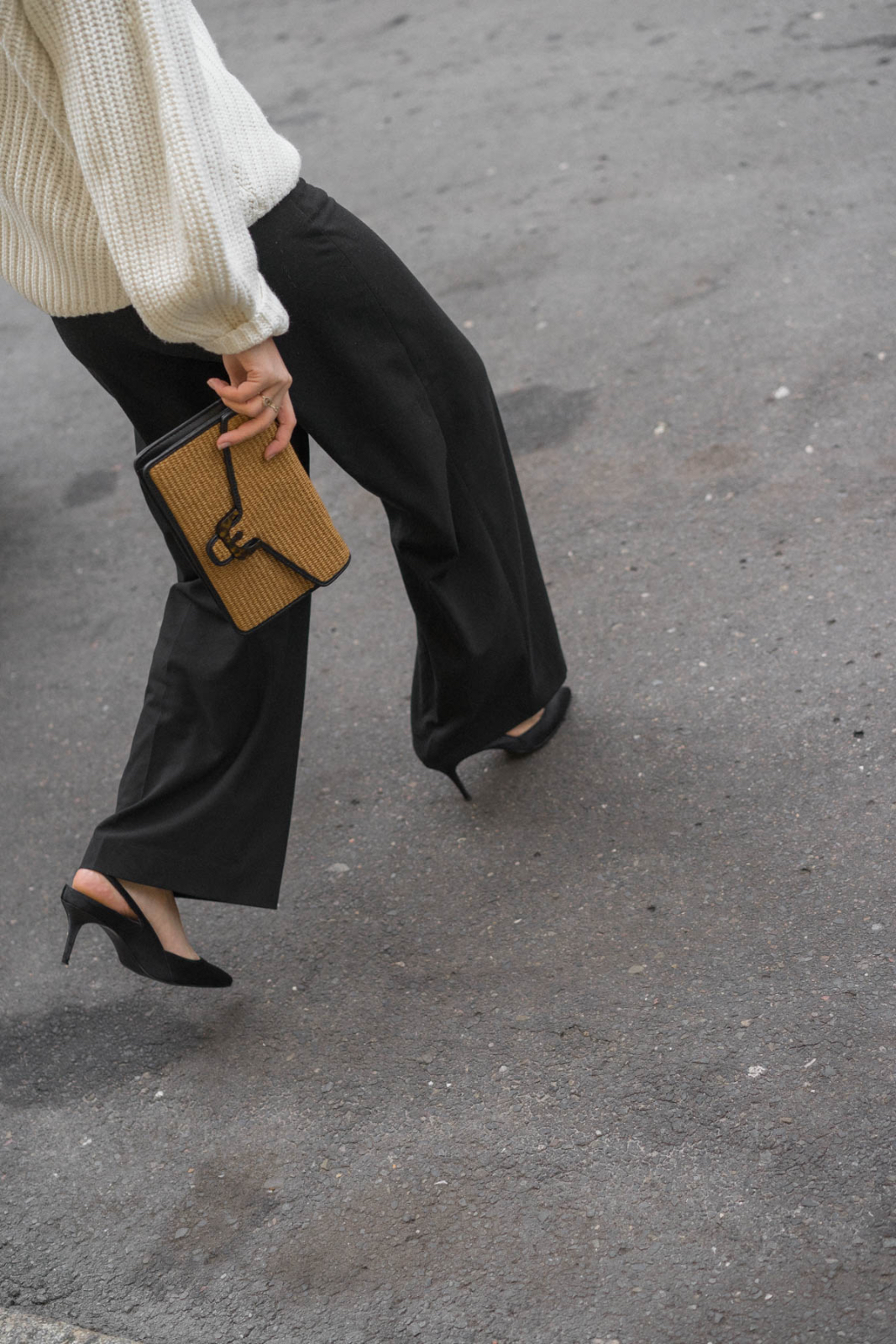 TheLimitsofcontrol_Fashionblog_Berlin_Mode_Blog_Deutschland_Beauty_Outfit_White Sweater_Coccinelle_Clutch